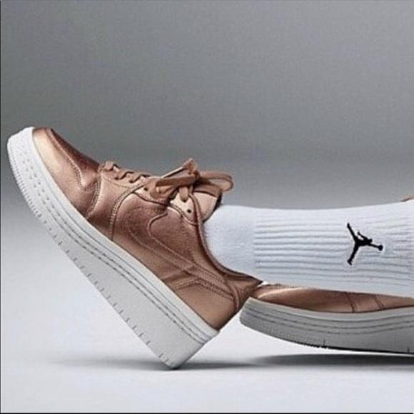 meilleur pas cher 52e39 d6ec3 NWT Nike Air Jordan rose gold NWT